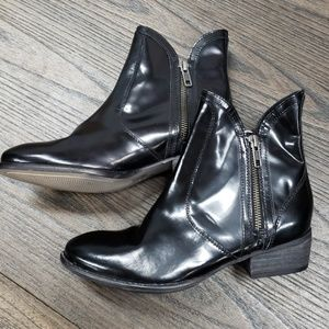 Seychelles black leather side zip boots size 6